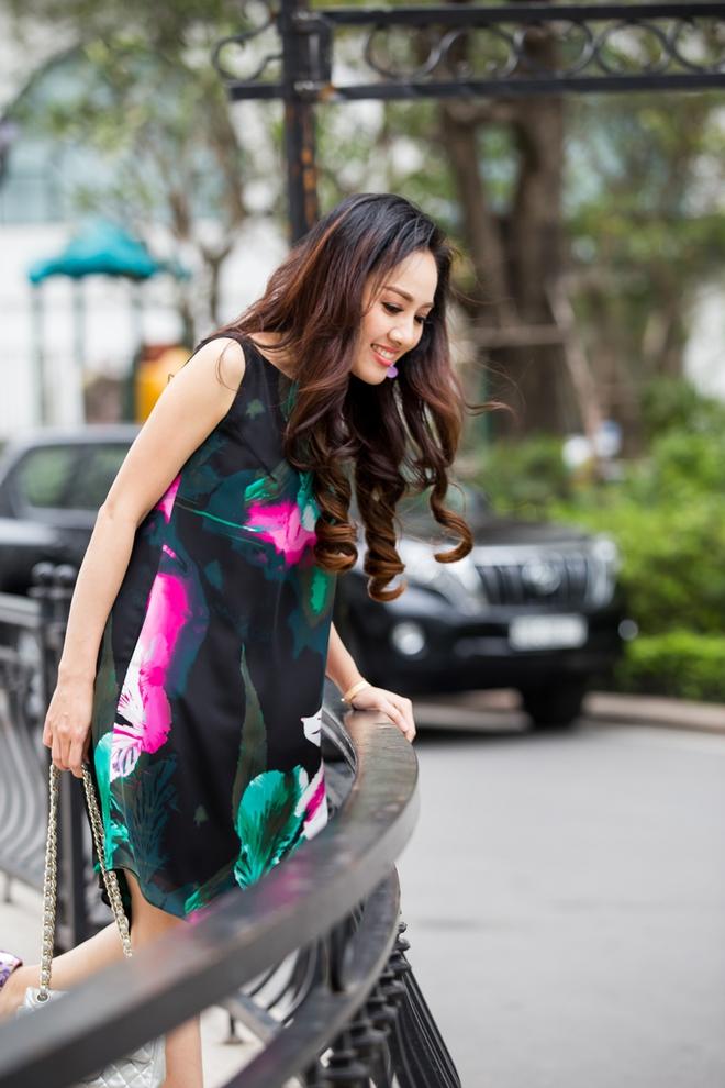 Ăn mặc sành điệu, biên tập viên Hoài Anh trông khác lạ - Ảnh 5.