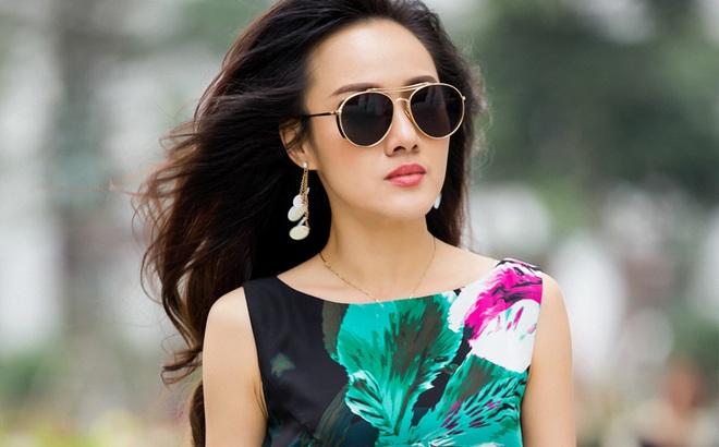 Ăn mặc sành điệu, biên tập viên Hoài Anh trông khác lạ