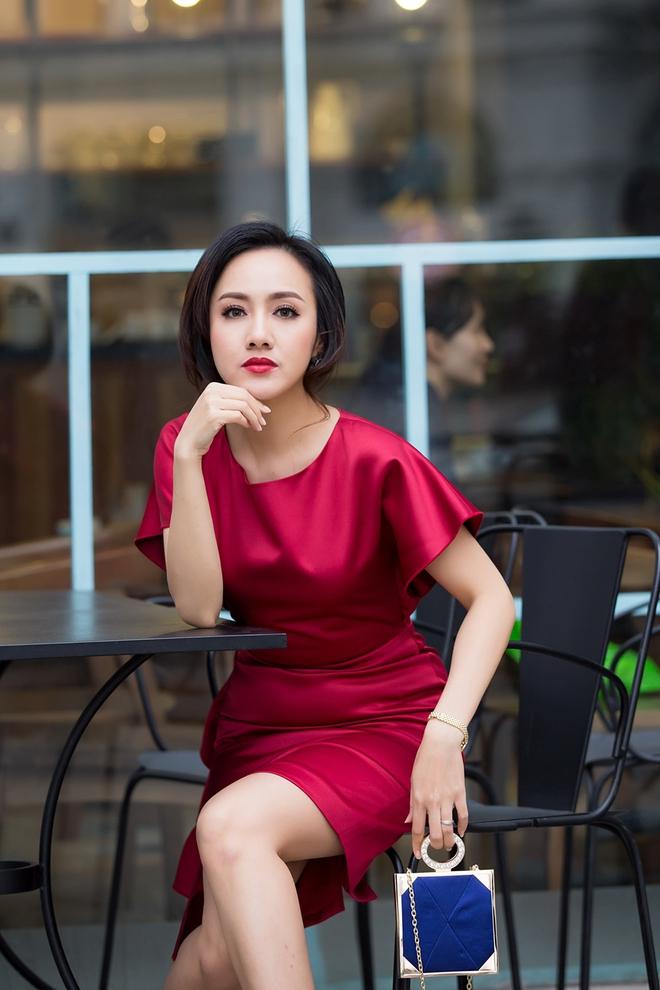 Ăn mặc sành điệu, biên tập viên Hoài Anh trông khác lạ - Ảnh 2.