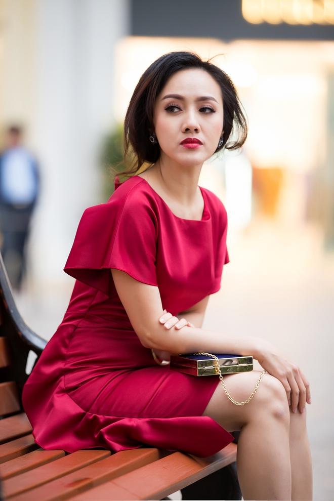 Ăn mặc sành điệu, biên tập viên Hoài Anh trông khác lạ - Ảnh 1.