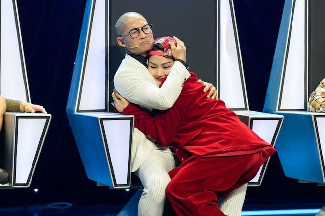 Khán giả sốc khi Miu Lê công khai đá xéo Dương Cầm trên truyền hình quốc gia - Ảnh 1.