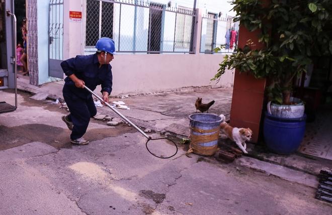 Dẫn chó cưng đi chợ không rọ mõm, người dân bất ngờ khi bị Đội săn bắt chó TP HCM hốt về - Ảnh 5.