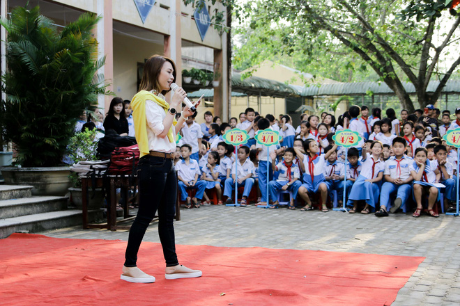 Mỹ Tâm hào hứng làm cô giáo trong buổi từ thiện - Ảnh 12.