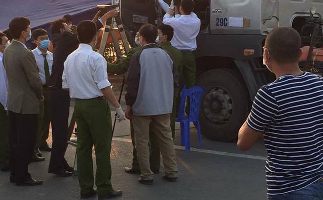 Bắc Ninh: Phát hiện thi thể đang phân hủy trong cabin xe tải