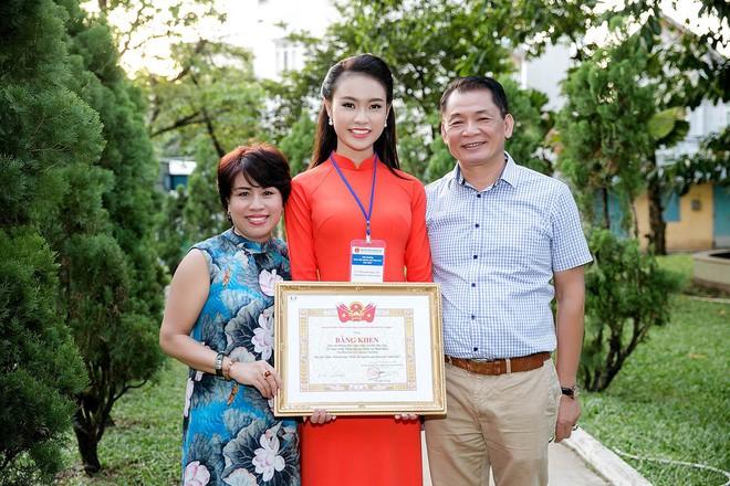 Cô gái vàng của Hoa hậu Việt Nam tiếp tục giành thêm giải thưởng khoa học - Ảnh 3.
