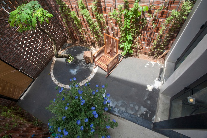 Kiệt tác nhà Hà Nội phía sau cánh cổng như lò gạch cũ bỏ không - Ảnh 2.