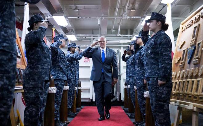 """Lỡ khen Mỹ, TQ đành """"nín lặng"""" trước cảnh báo của Phó tổng thống Mike Pence về biển Đông"""
