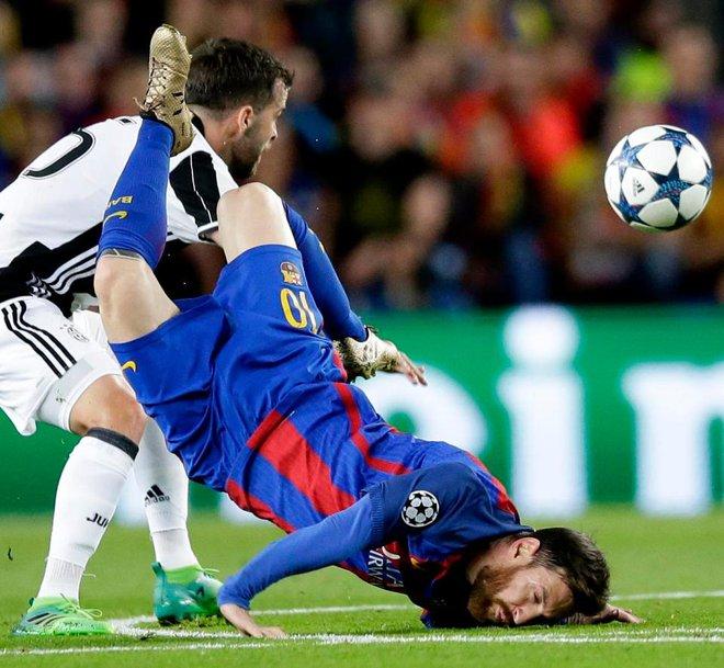 Messi: Nỗi bất công cùng cực, cú đánh hộc máu mồm và 2 cái tát vào mặt Real Madrid - Ảnh 1.