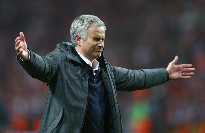 """Mourinho hóa """"trẻ nhỏ"""" trong ngày Man United đoạt cúp - Ảnh 10"""