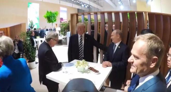 Cái bắt tay lịch sử Trump-Putin: Ông Trump ghi điểm - Ảnh 2.