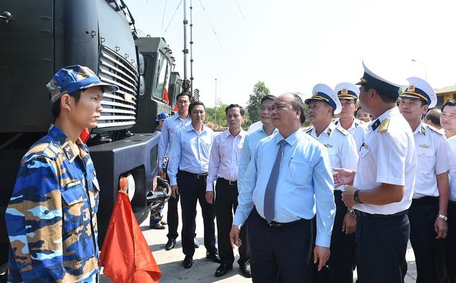 Thủ tướng kiểm tra công tác huấn luyện sẵn sàng chiến đấu của Lữ đoàn tên lửa bờ 681