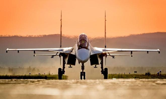 """Sẵn sàng """"xả thân cứu chúa"""": Su-30SM hộ tống Tổng thống Putin tới Syria có gì đặc biệt? - Ảnh 2."""