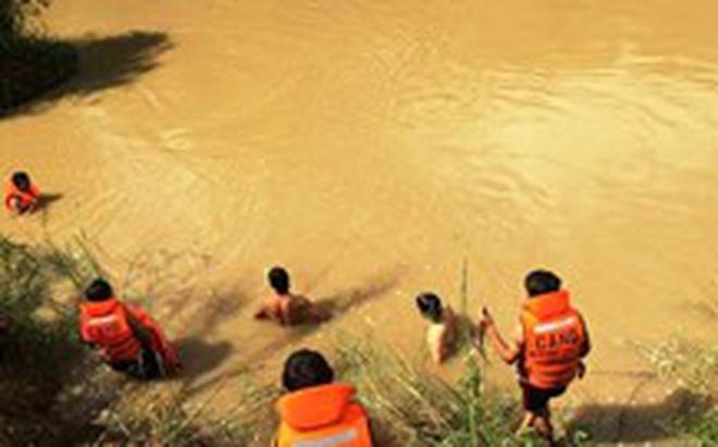 Đắk Lắk: Chìm thuyền giữa sông Krông Na, 3 người chết và mất tích