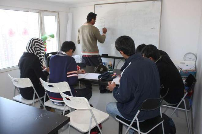 Mối lo sợ ngầm khiến dân Trung Quốc phản đối tiếp nhận người tị nạn từ Trung Đông - Ảnh 2.