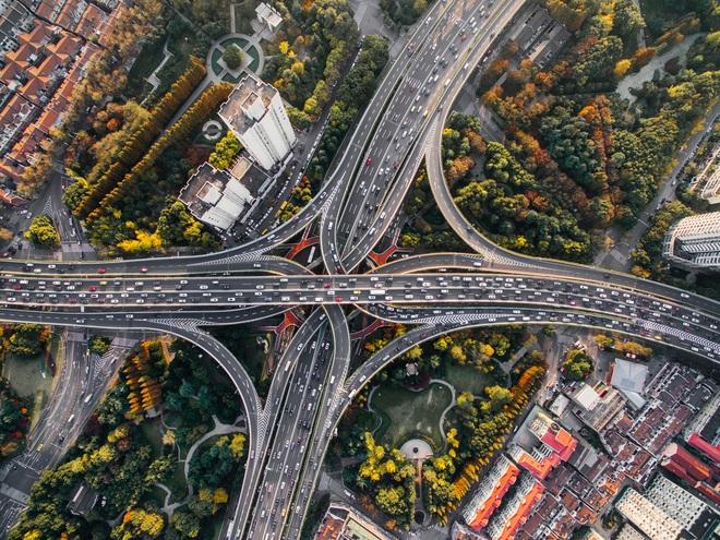 Kỹ năng cần thiết để có thể lái xe an toàn trên đường cao tốc - Ảnh 1.