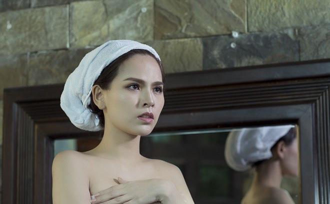 """Sau """"Lời nguyền gia tộc"""", Phi Huyền Trang lại tiếp tục sexy"""