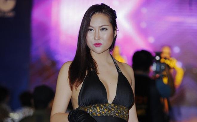 Phi Thanh Vân diện đầm gợi cảm thu hút sự chú ý