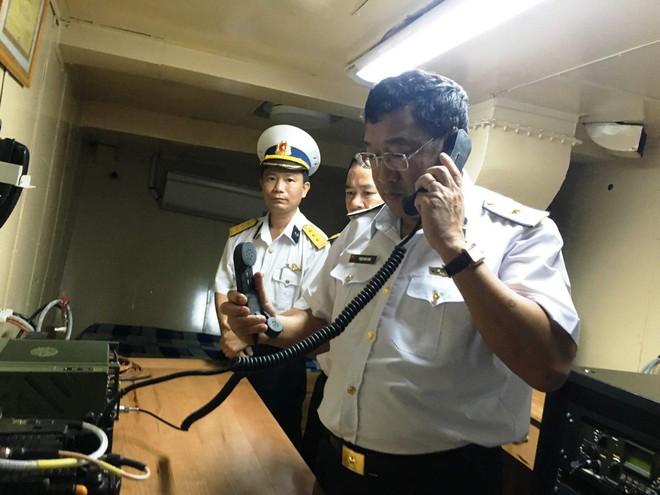 Tư lệnh Hải quân thăm, kiểm tra Lữ đoàn 171 và phi đội EC-225 - Ảnh 1.