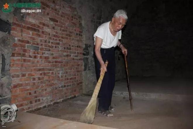 Chuyện lạ: Người lính bị bỏ quên, 40 năm vẫn gác hầm ngầm bí mật từ thời Mao Trạch Đông - Ảnh 3.