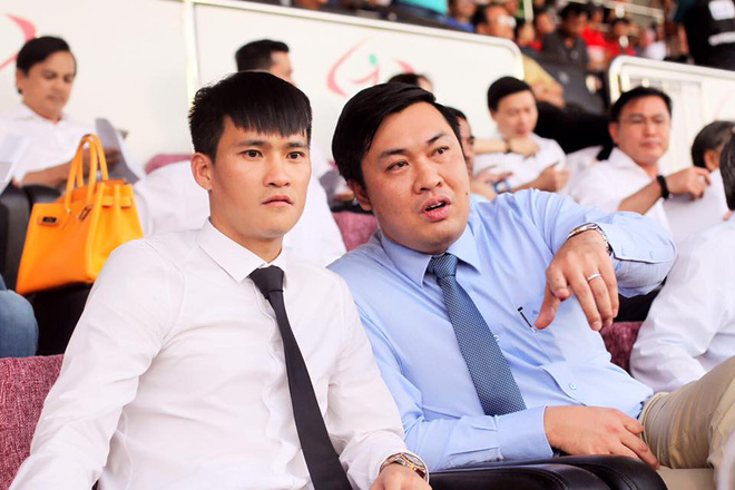Chủ tịch Lê Công Vinh sẽ sửa nhà vệ sinh chiều khán giả - Ảnh 1.