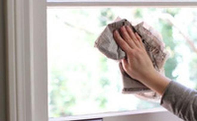 Không cần mua nước lau kính, cửa kính đầy bụi cũng sạch bóng nhờ hỗn hợp pha chế chưa đầy 3 giây