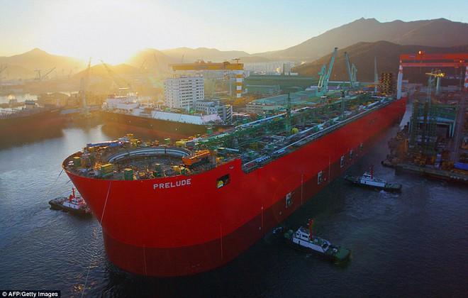 Prelude: Con tàu lớn nhất thế giới với chiều dài gấp 5 lần sân bóng đá - Ảnh 1.