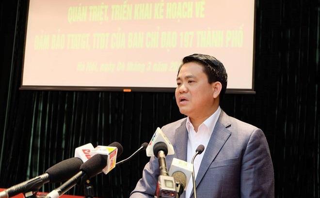 """Ông Nguyễn Đức Chung đã có bài phát biểu """"dậy sóng"""" khi thẳng thắn nêu rõ những tiêu cực liên quan đến vỉa hè"""