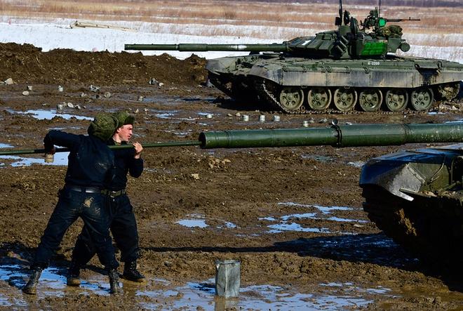Các kíp lái xe tăng T-72B3 Nga sơ tuyển Tank Biathlon 2017, Việt Nam có tham dự? - Ảnh 10.
