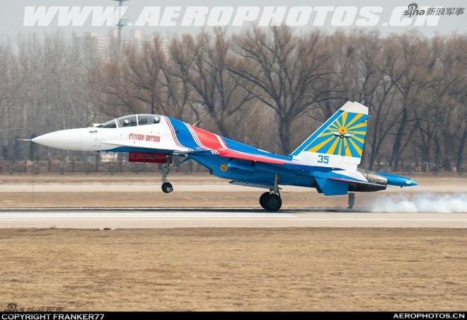 Vì sao phi đội tiêm kích Su-30SM chưa thể hạ cánh xuống Nội Bài? - Ảnh 2.