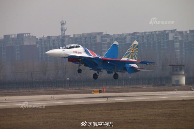 Vì sao phi đội tiêm kích Su-30SM chưa thể hạ cánh xuống Nội Bài? - Ảnh 5.