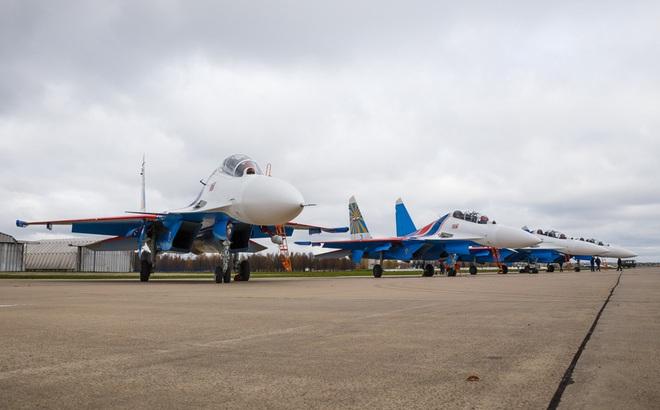 Vì sao phi đội tiêm kích Su-30SM chưa thể hạ cánh xuống Nội Bài?