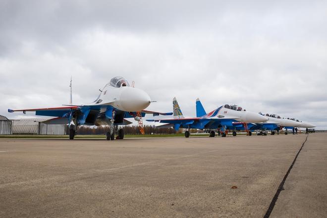 Vì sao phi đội tiêm kích Su-30SM chưa thể hạ cánh xuống Nội Bài? - Ảnh 1.