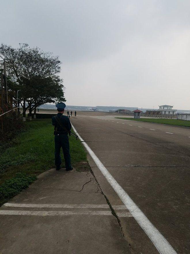 CẬP NHẬT: Cận cảnh phi đội Su-30SM tại Nội Bài - Ảnh 1.