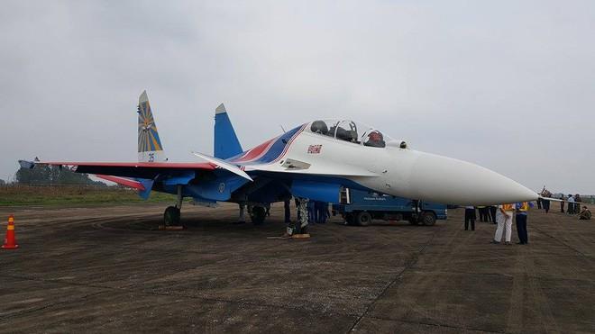 CẬP NHẬT: Cận cảnh phi đội Su-30SM tại Nội Bài - Ảnh 2.