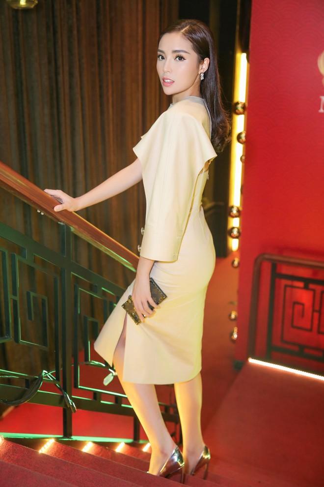 Hoa hậu Kỳ Duyên xuất hiện với gương mặt khác lạ - Ảnh 2.
