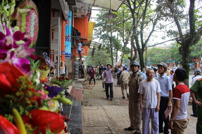 Nhà mặt phố ở Hà Tĩnh ủng hộ dọn dẹp vỉa hè - Ảnh 1.