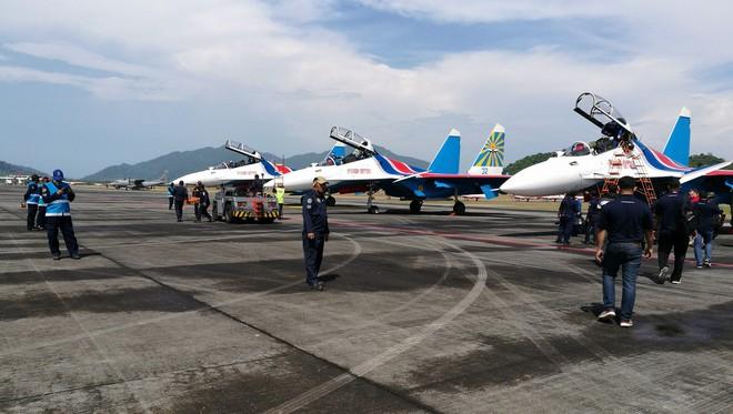 Tiêm kích Su-30SME rực sáng tại Triển lãm LIMA 2017: Gọi tên khách hàng đầu tiên? - Ảnh 2.