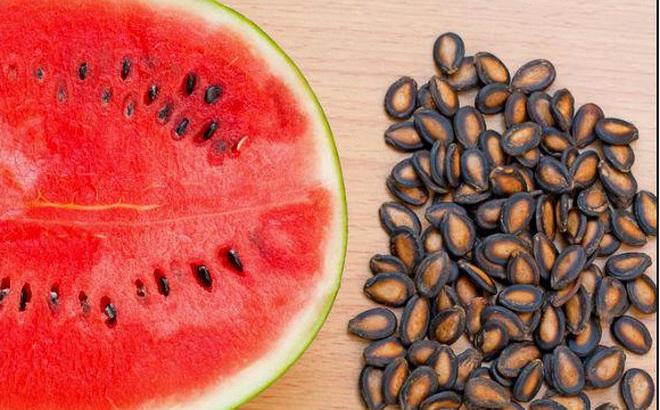 Sức khỏe, đời sống: Hạt dưa hấu có tác dụng chữa thoát vị đĩa đệm! Photo-1-1490547272219-21-13-381-593-crop-1490549627275