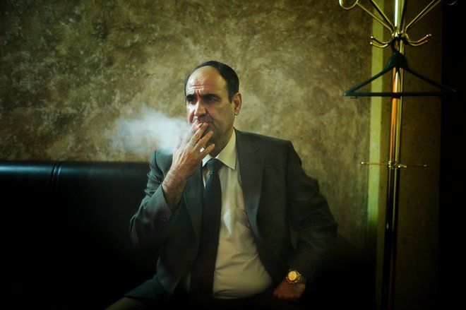 Những giây phút cuối cùng của Saddam Hussein trước khi bước lên giá treo cổ - Ảnh 1.