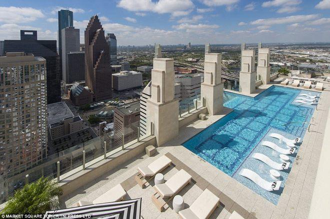 Bể bơi xuyên thấu trên đỉnh tòa nhà 42 tầng thách thức những người sợ độ cao - Ảnh 5.