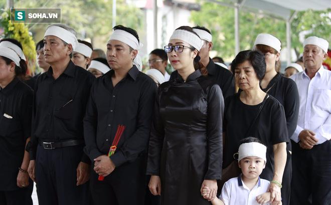 Gia đình, đồng nghiệp nghẹn ngào ở đám tang NSƯT Duy Thanh