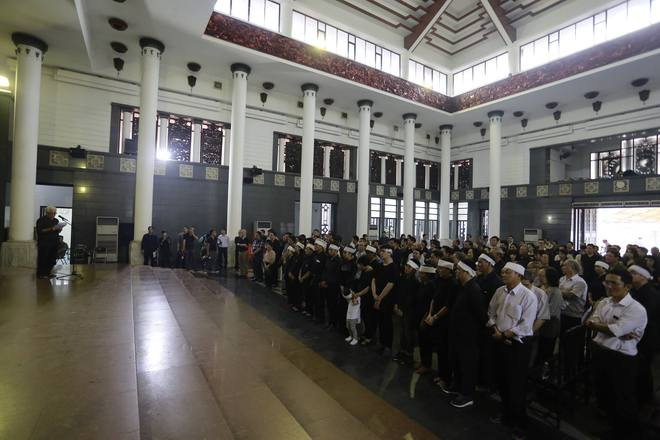 Gia đình, đồng nghiệp nghẹn ngào ở đám tang NSƯT Duy Thanh - Ảnh 9.