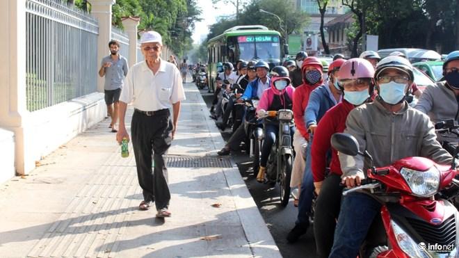 Phải đánh vào kinh tế để người dân từ bỏ xe máy! - Ảnh 1.