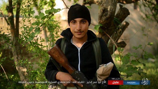 IS giãy giụa ở Raqqa, điên cuồng đánh bom tự sát - Ảnh 1.