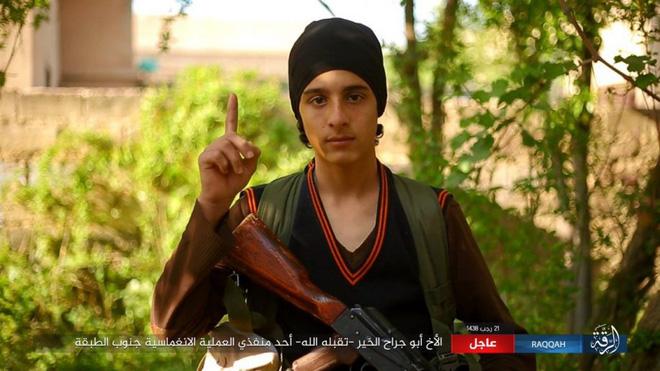 IS giãy giụa ở Raqqa, điên cuồng đánh bom tự sát - Ảnh 2.