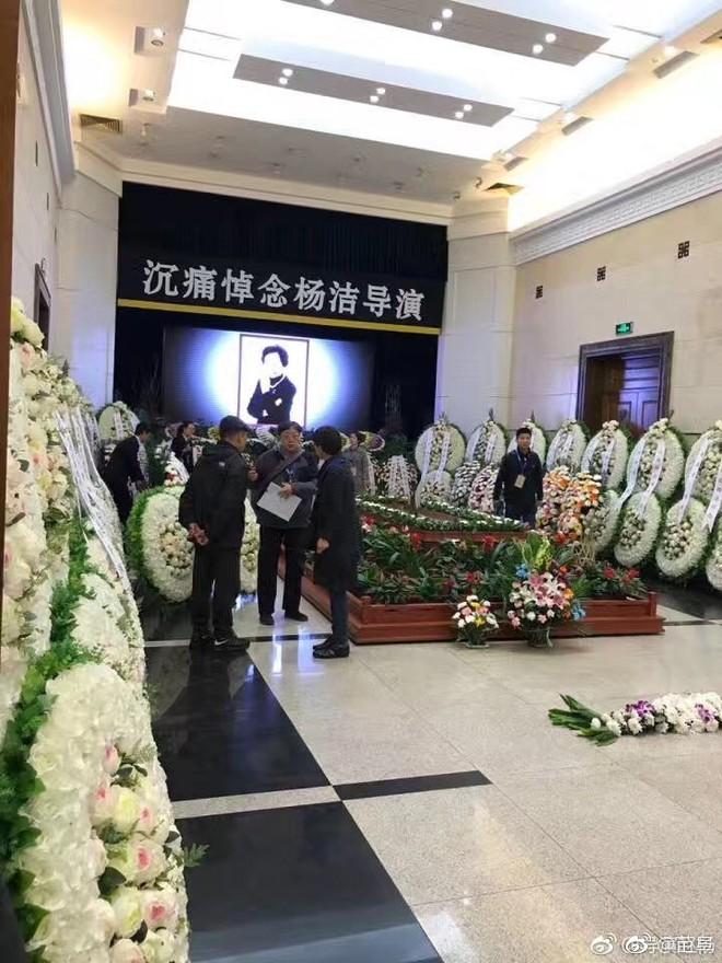 Dàn sao Tây du ký 1986 đau buồn đưa tang đạo diễn Dương Khiết - Ảnh 2.