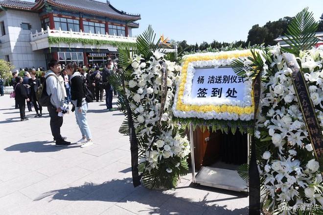 Dàn sao Tây du ký 1986 đau buồn đưa tang đạo diễn Dương Khiết - Ảnh 3.