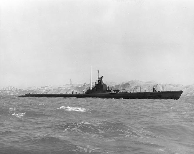 Giải mã cây chổi kỳ lạ treo trên tàu ngầm Mỹ - Ảnh 2.