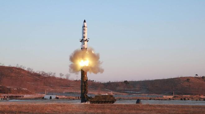 CNN: Phóng tên lửa sơ sẩy làm Nga không vừa lòng, Triều Tiên đã gậy ông đập lưng ông - Ảnh 1.