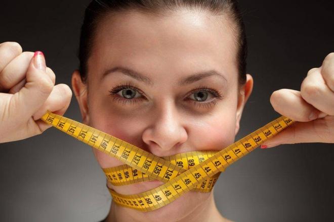 Bác sĩ chỉ ra 4 sai lầm khi ăn tối gây hại lớn đến sức khỏe, có thể chính bạn cũng mắc! - Ảnh 2.